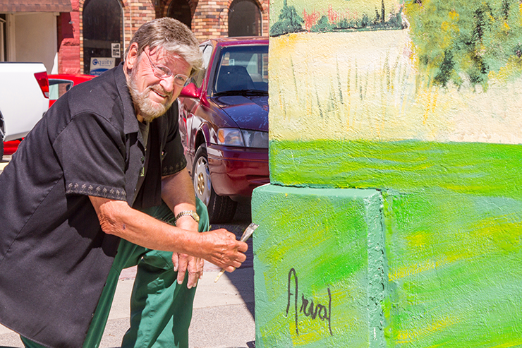 Mark Shipley signs the Mural at The Photo Shop in Payson. Photo by Ed Helmick
